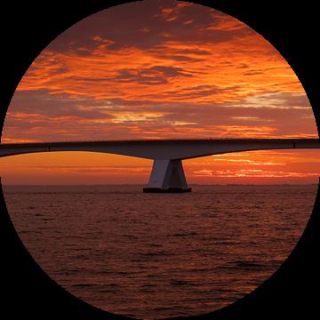 Zeelandbrug bij zonsopkomst van Jan Jongejan