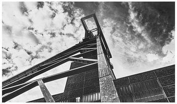 """Tour de puits de la mine de Zollverein sous un ciel spectaculaire - """"Tour Eiffel de la Ruhr&quo sur Jakob Baranowski - Off World Jack"""
