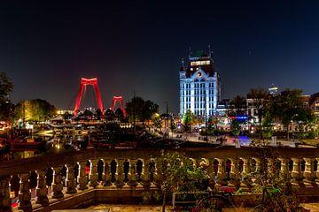 Rotterdam bij avondlicht. Willemsbrug en Witte huis. van Henk Van Nunen