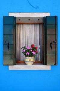 het blauwe raam van Karin vanBijleveltFotografie