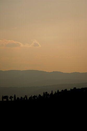 Zonsondergang in de heuvels van Toscane, Italië van