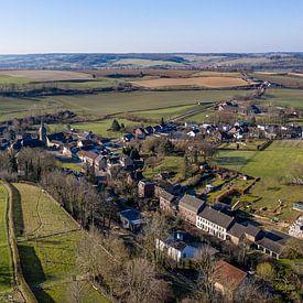 Luchtfoto van het kerkdorpje Eys in Zuid-Limburg van John Kreukniet