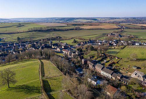 Luchtfoto van het kerkdorpje Eys in Zuid-Limburg