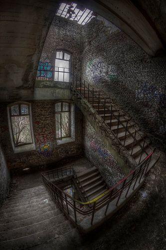 Trappen in een verlaten fort van Eus Driessen