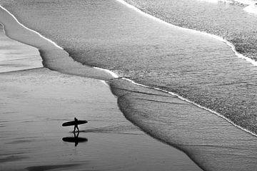 Zurückkehrender Surfer. von Axel Weidner