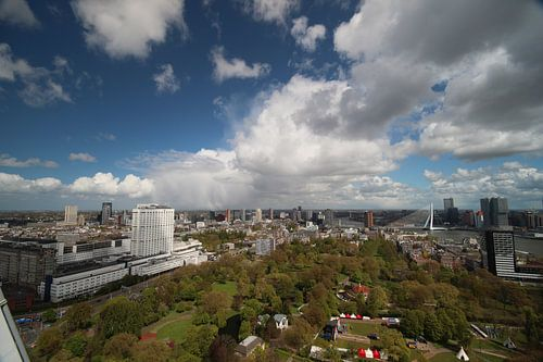 Overzicht over de skyline van Rotterdam van