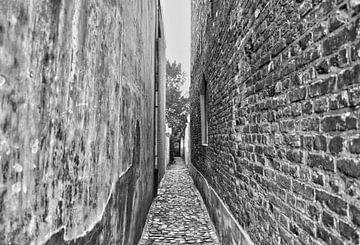 Zwart wit stenen muren Middelburg stad van Mariska Wondergem