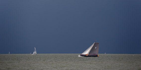Skûtsje op het IJsselmeer van Fonger de Vlas