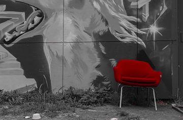 Rode stoel van Ans Bastiaanssen