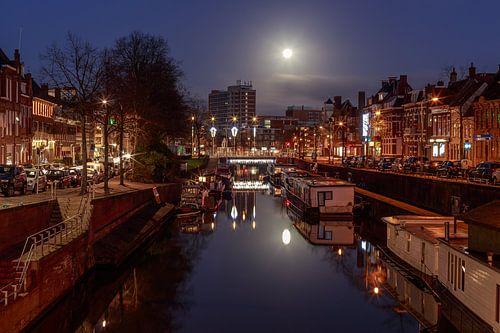 Volle maan boven Groningen van