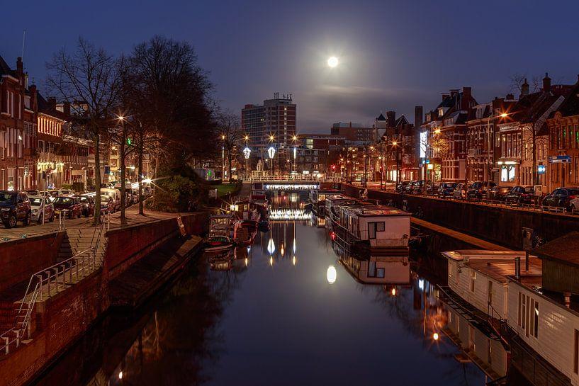 Volle maan boven Groningen van Koos de Wit