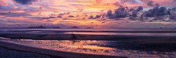 zonsondergang bij Labuan Bajo van peter verreussel
