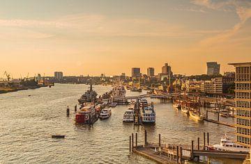 Hamburg Landungsbrücken van Ursula Reins