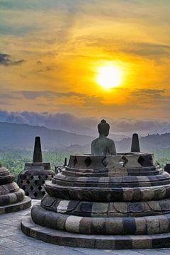 Buddha in open Stupa van Eduard Lamping