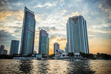 Bangkok skyline at sunset sur Erik Rudolfs