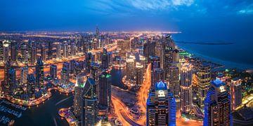 Panorama de la marina de Dubaï à l'heure bleue sur Jean Claude Castor