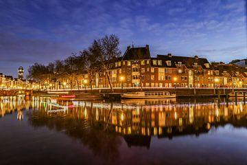 Vue atmosphérique du soir sur le Bemuurde Weerd dans le vieux centre d'Utrecht. sur Arthur Puls Photography
