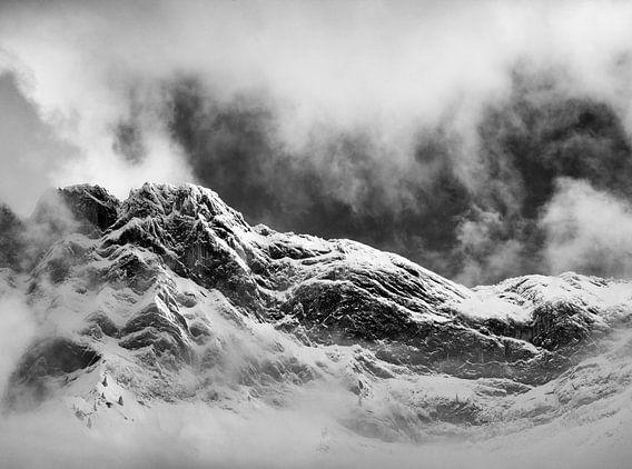 Cloudy snow peak.  van Marian Merkelbach