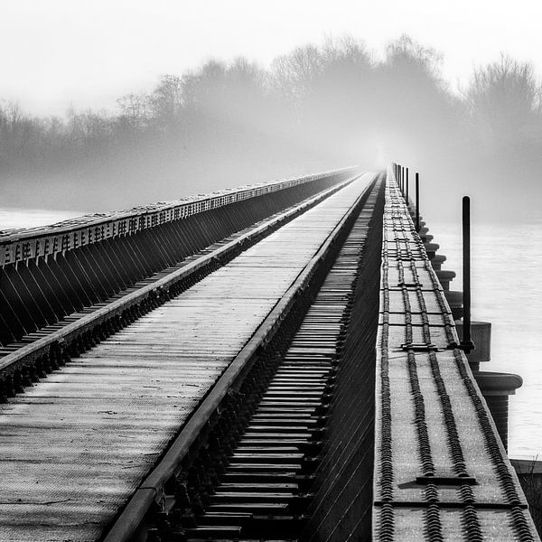 Moerputtenbrug in zwart wit van Ruud Peters