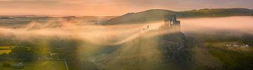 Sunrise Corfe Castle, Dorset, Angleterre sur Henk Meijer Photography