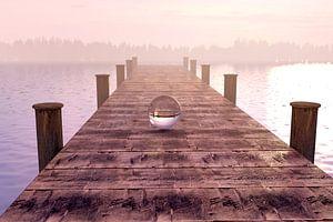 Glazen bol op houten loopbrug in ochtendlicht van Besa Art