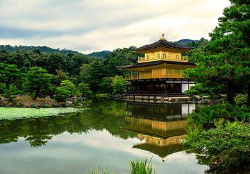 Gouden tempel in Kyoto, Japan van Ineke Huizing