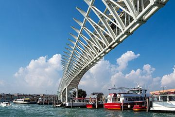 Brücke des People Mover in Venedig, Italien von Rico Ködder