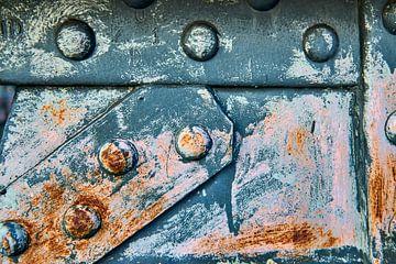 Roestige metalen verbinding van een brug