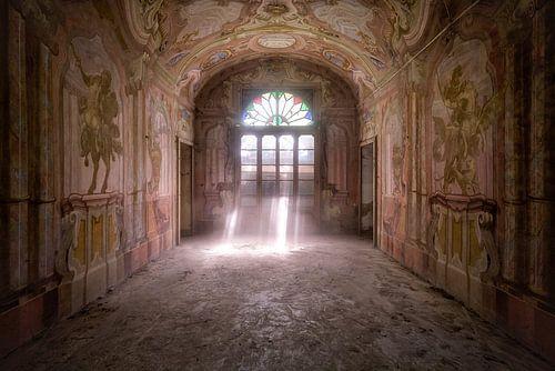 Schönes Fresko in einem verlassenen Haus. von Roman Robroek