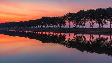 Sonnenaufgang am Kanal durch Walcheren, Zeeland von Henk Meijer Photography