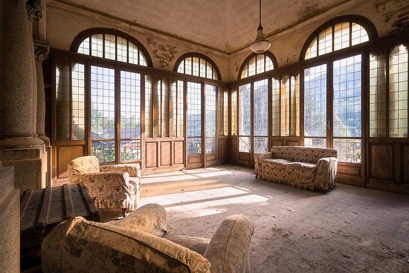 Verlaten Villa met Uitzicht. van Roman Robroek