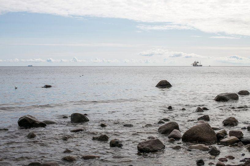 uitzicht over zee met in de verte een driemaster van Hanneke Luit