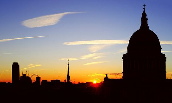 Skyline van Londen, met St. Paul's cathedral en de London Eye