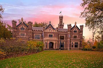 """Le château """"De Schaffelaar"""" à Barneveld, Pays-Bas, au coucher du soleil sur Nisangha Masselink"""