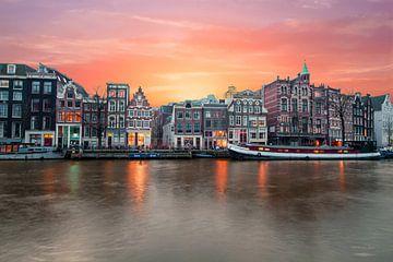 Zonsondergang aan de rivier de Amstel in Amsterdam van Nisangha Masselink