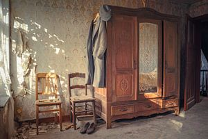 Schlafzimmer in einem verlassenen Bauernhaus