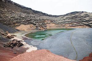 Lago Verde gifgroen kratermeer op Lanzarote van Ramona Stravers