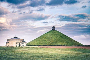 Der Löwe von Waterloo mit Pavillon in Braine-l'Alleud, Belgien von Daan Duvillier