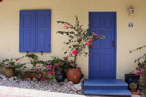huisje met blauwe deuren