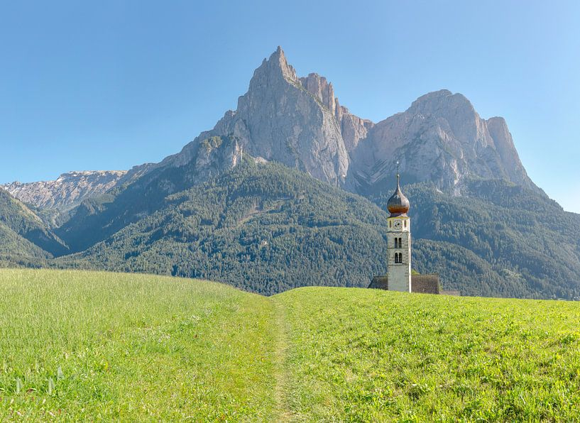 Kirche Sankt Valentin, Seis am Schlern, Südtirol - Alto Adige, Italië van Rene van der Meer
