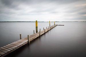 Langer Steg im See von Mark Bolijn