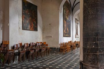 interieur van de Sant'Andrea Kerk in de Italiaanse badplaats Levanto van gaps photography