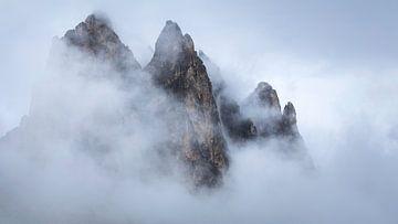 Des montagnes flottantes. sur Sven Broeckx