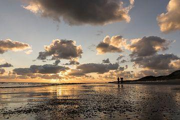 Zonsondergang op strand Westenschouwen van René Weijers