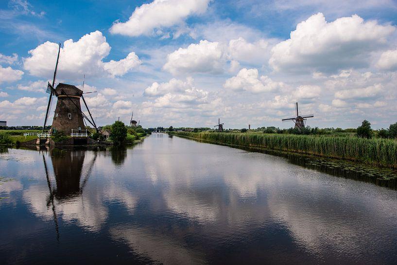 Moulins à vent sur le Kinderdijk. sur Brian Morgan