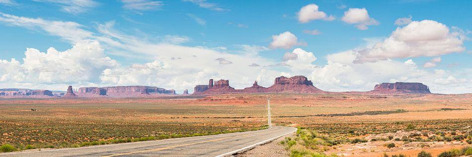Monument Valley (panorama) van Frenk Volt