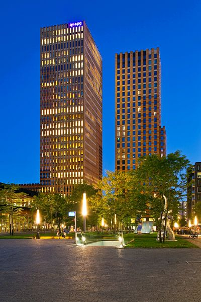 Symphony torens @night Amsterdam van Anton de Zeeuw