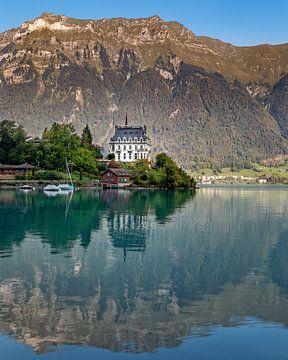 Schloss Seeburg in Iseltwald, Zwitserland van Annette Roijaards