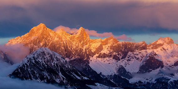 Alpenglühen in de bergen van Coen Weesjes