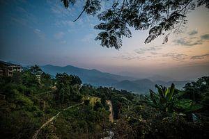 Schemering over de vallei in Nepal